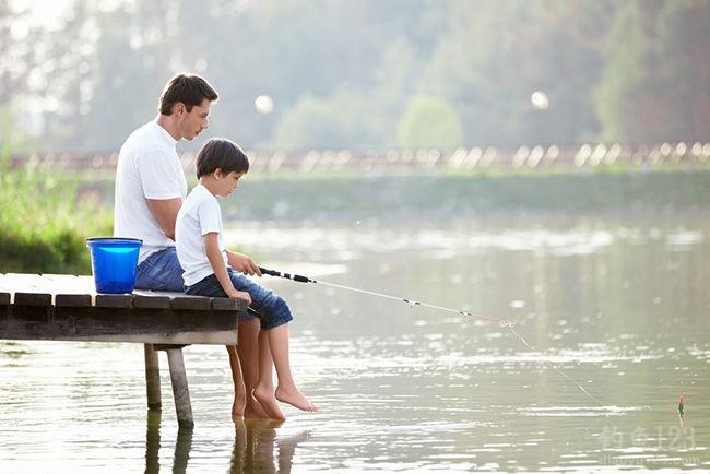 春季钓鱼黄金季,渔具生意很火爆